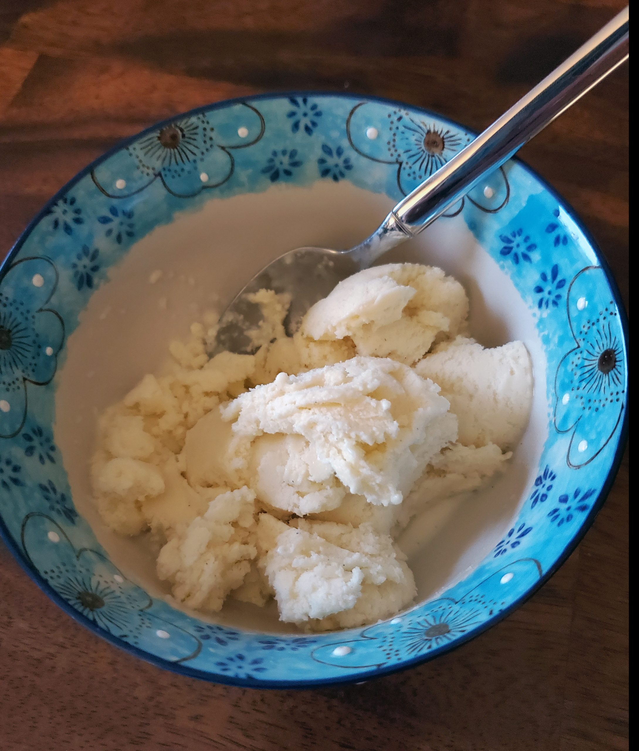 butterbeer ice cream with spoon in blue bowl